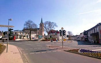 St.-Petrus-Kirche und Marktplatz