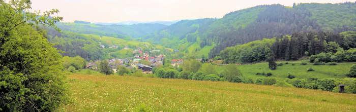 Titmaringhausen - eingebettet zwischen den Bergen