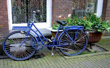 Blaues Fahrrad in Amsterdam