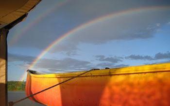 Regenbogen über dem Baskatong See